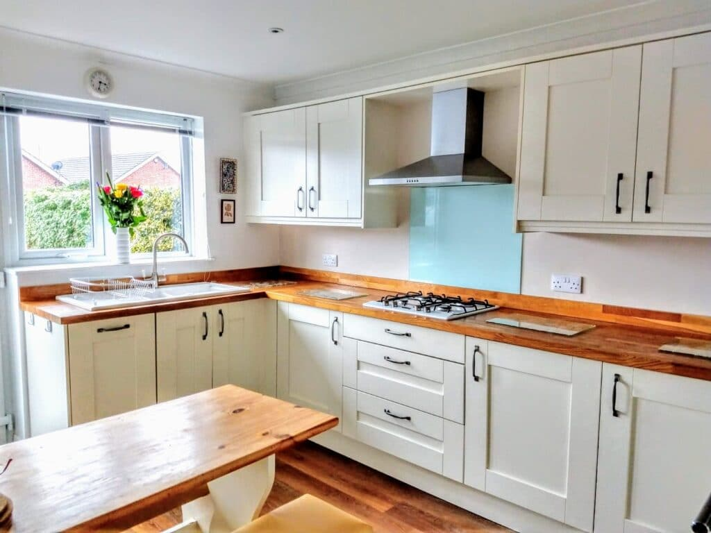 An upstand with a glass splashback on-top