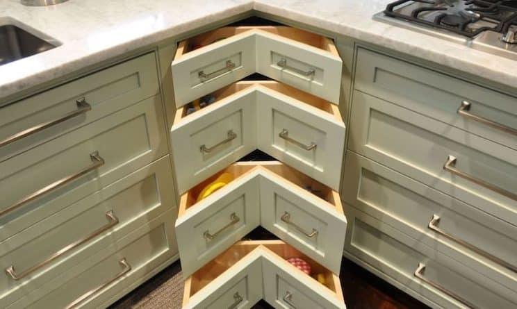 Corner drawers in a kitchen